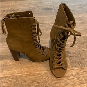 Steve Madden Olive Suede Freely ankle boot sz 6.5
